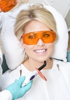 8 Cauze ale parodontozei – boala in care dintii se misca si cad